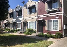 1985 Pomona, Costa Mesa, CA 92627, 1 Bedroom Bedrooms, ,1 BathroomBathrooms,Apartment,For Rent,Pomona,1013